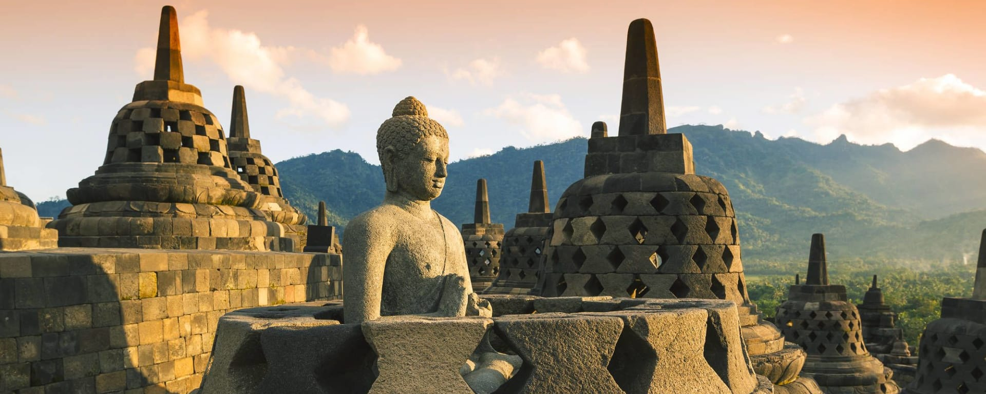 Java-Bali pour les fins connaisseurs de Yogyakarta: Yogyakarta Borobudur at Sunset