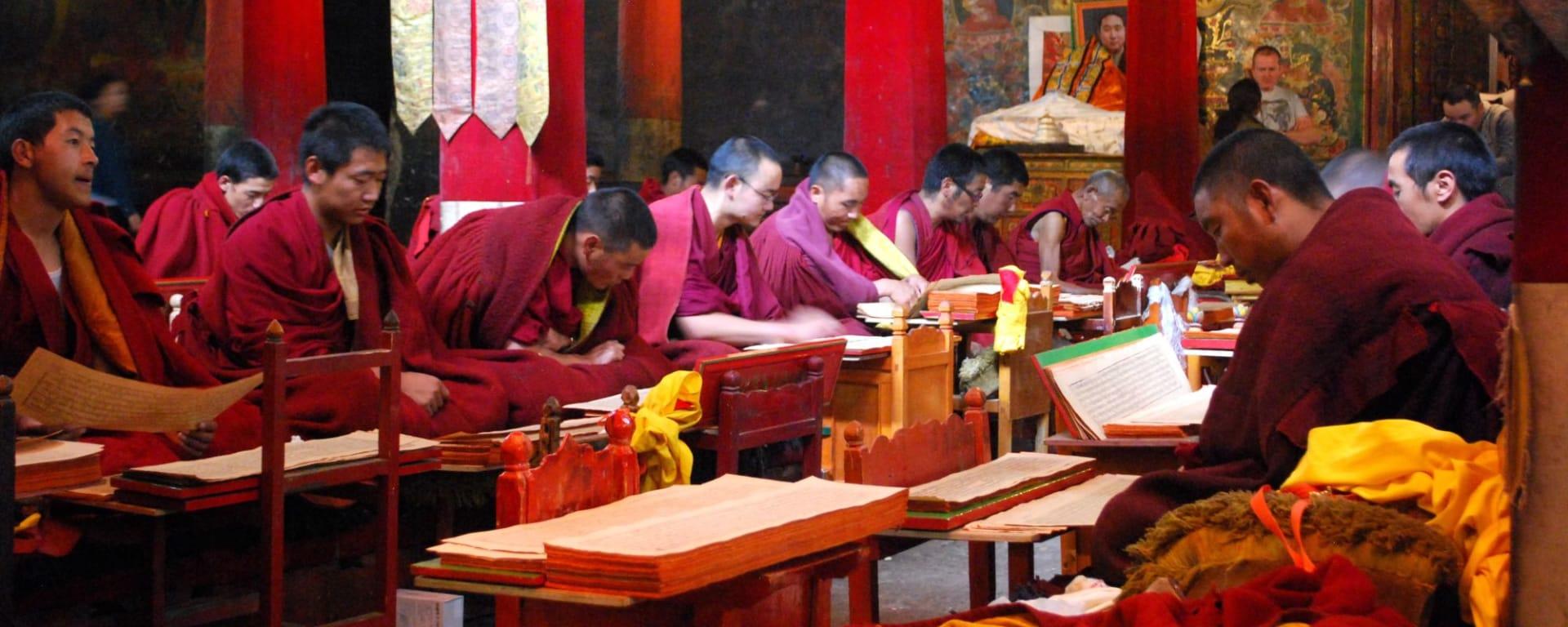 Avec le train du Tibet sur le toit du monde de Pékin: Tibetan Monks Gyantse Pelkhoer Chode Monastery