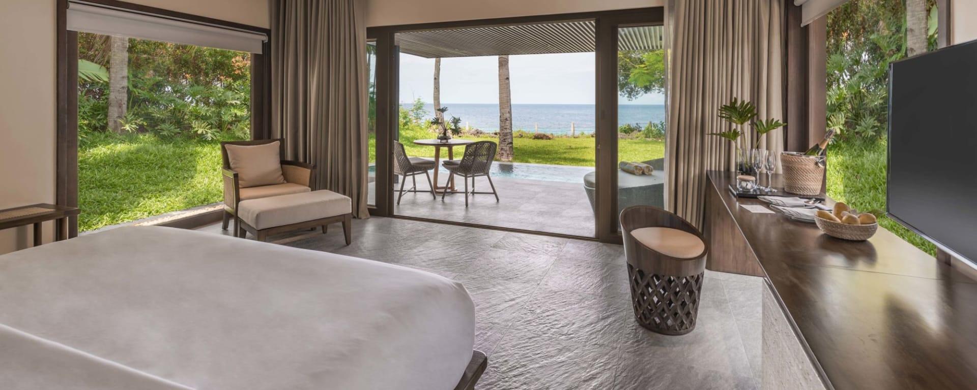 Amorita Resort in Bohol: Sea View Pool Villa