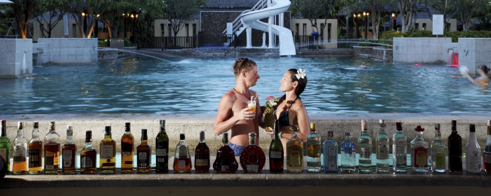 Centara Koh Chang Tropicana in Ko Chang: Splash Pool Bar