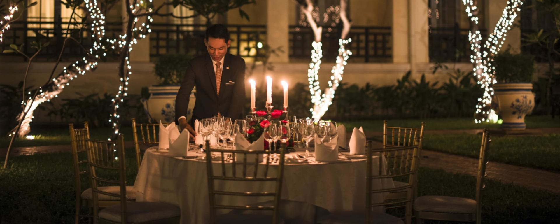 Raffles Hotel Le Royal in Phnom Penh: Garden Dinner