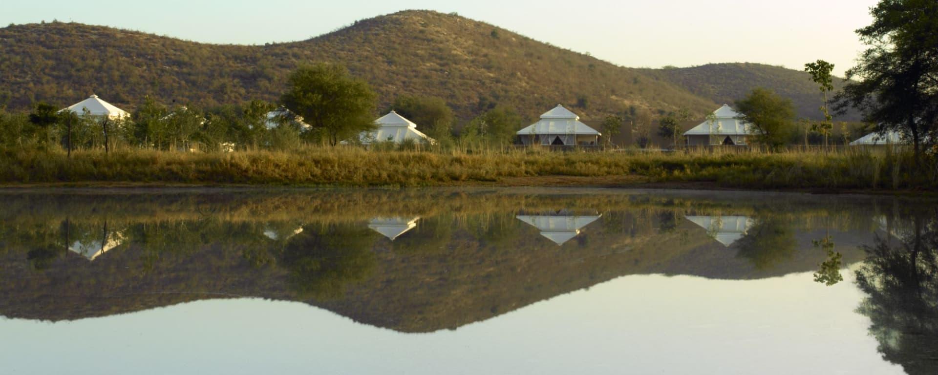 Aman-i-Khas à Ranthambore: Tents Exterior & Watering Hole