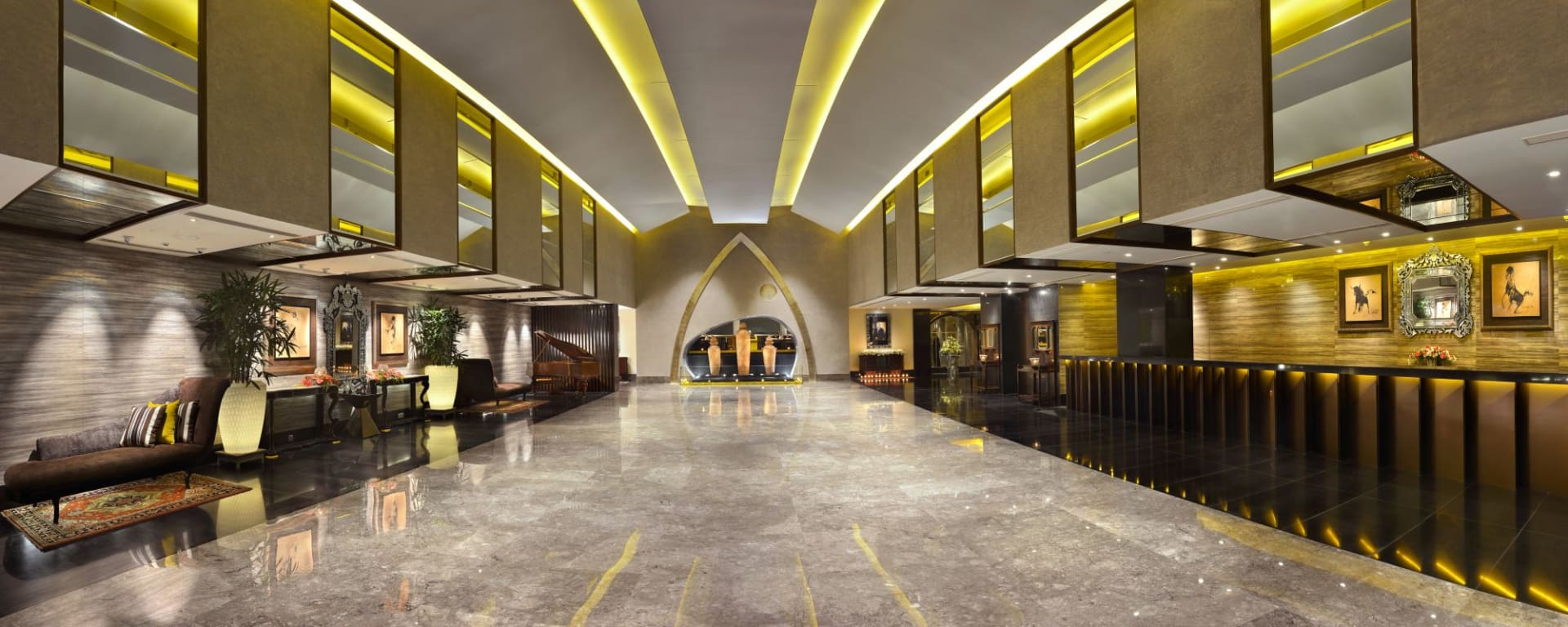 The Lalit Great Eastern in Kolkata: Lobby