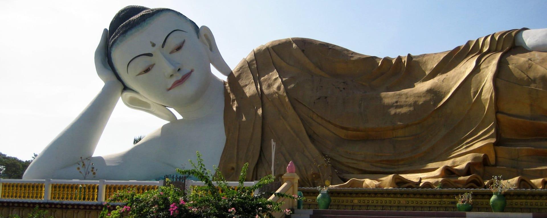 La pagode de Kyaiktiyo & le rocher d'or de Yangon: Myanmar Bago Giant Buddha