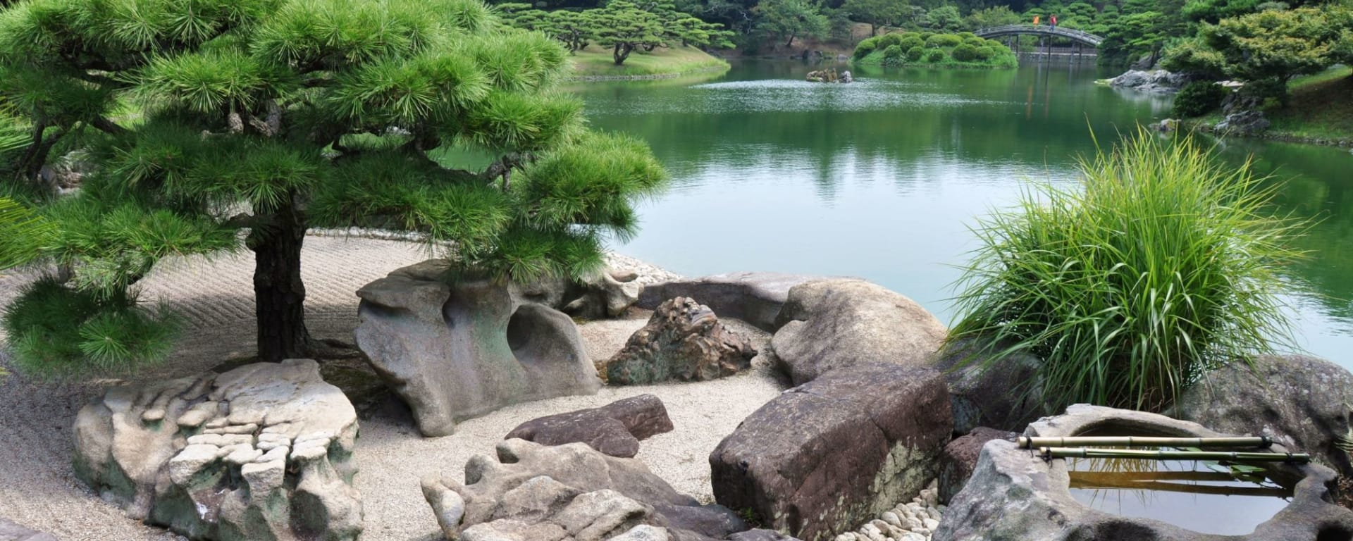 Entdeckungen im Westen Japans ab Kyoto: Zen garden, Ritsurin Park, Takamatsu, Shikoku
