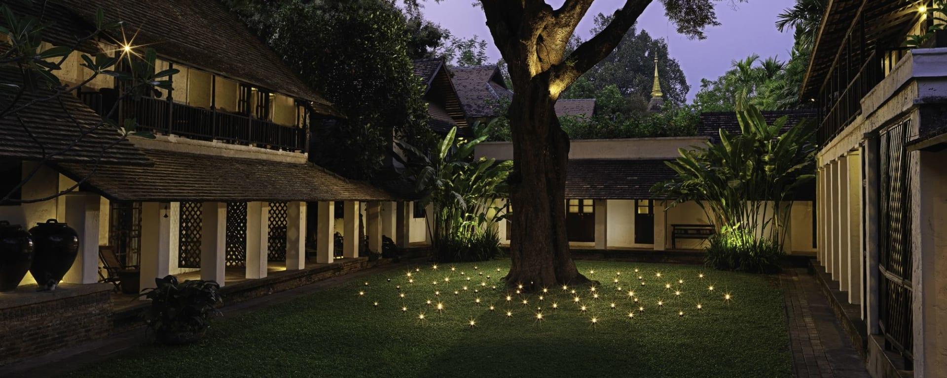 Tamarind Village in Chiang Mai: Peaceful Tamarind Courtyard (Evening)