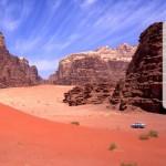 Exploring the Wadi Rum pinkish mountains