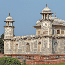 Explore Agra Highlights with Local Lunch in 10 Hours