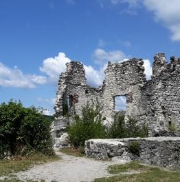 Launch this Picturesque City & Castle Ruins Tour