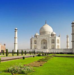 Get mesmerized by the beauty of Taj