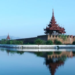 10 hour Mandalay pagodas, castle & U-Bein Bridge tour