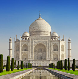 Spend your day admiring the beauty of Taj Mahal