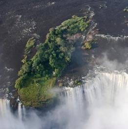 Treat Your Senses to Boat Safaris & Breathtaking Waterfalls