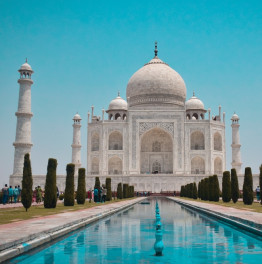 Behold grand Mughal monuments