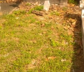 Broken Headstone, below ground grave, Lafayette Cemetery #1