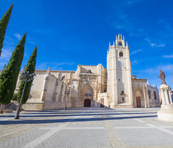 Main facade of landmark cathedral of San Antolin, 14th century, Palencia city, Spain