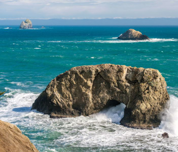 USA Pacific coast landscape, Arch Rock, Oregon State