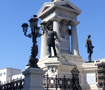 Heroes of Iquique monument and crypt