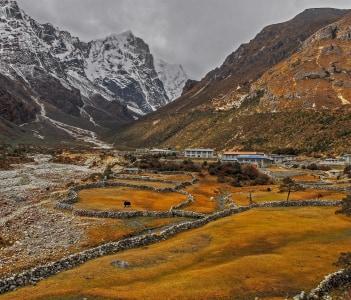 Nepal himalaya Thame village