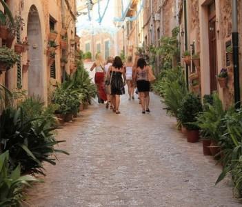 Valldemossa cozy streets