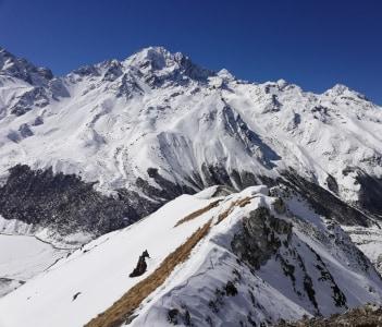 Kaynjing Ri 4,727 m.