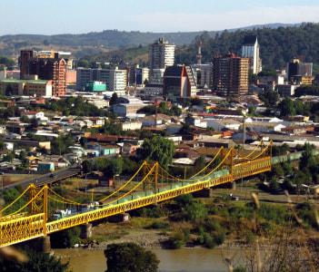 Con el hermoso Puente Cautín, un trencito