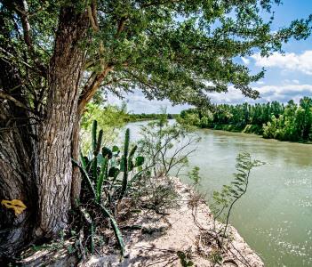 Rio grander dividing border between USA and Mexico in Laredo