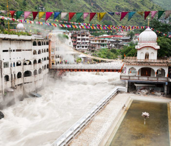 Manikaran with thermal springs is a pilgrimage centre for Hindus and Sikhs , Himachal Pradesh, North India.