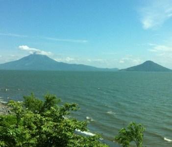 Volcanoes: Momotombo, Momotombito and lake Xolotlan