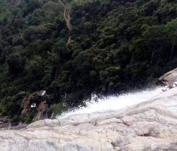 Diyaluma Water Fall