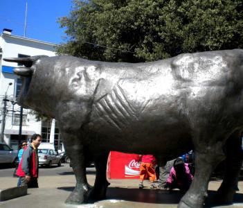 Los Toros Statue