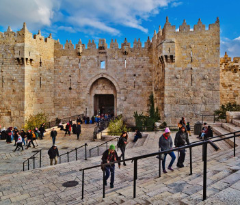 Damascus gate, nord entrance in old part of Jerusalem. Gate was built by Suleiman the Magnificent with repairs to the turrets made by Israel.