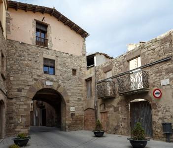 Portal de les Verges belonged to the urban medieval wall of Santpedor