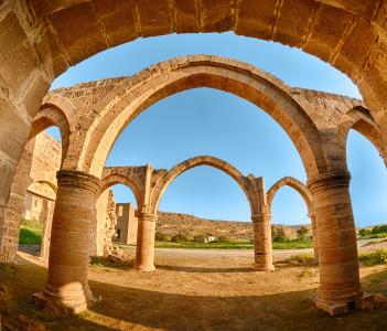 Arch and columns at Agios Sozomenos temple