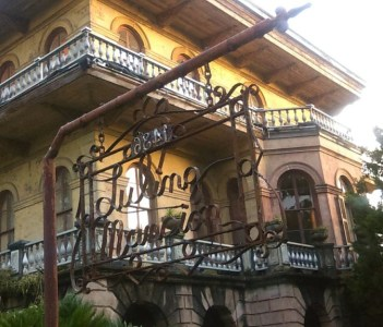 The Luling Mansion