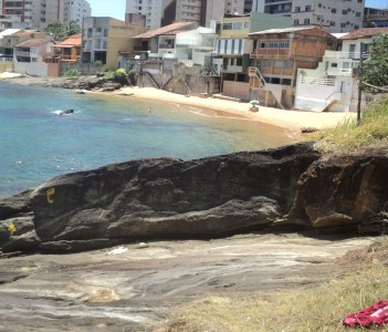 Rocha e praia