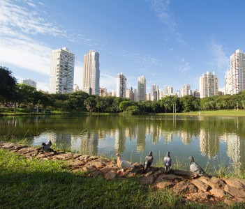 Many people have fun in this beautiful Park in Goiania, Brazil
