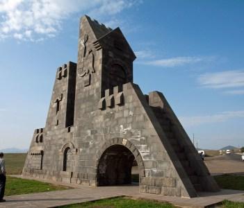 The gate above Goris
