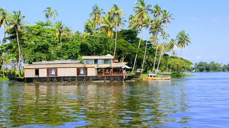 Enjoy Houseboat Tour Amidst Kerala