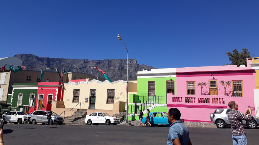 Bo-Kaap with TAble Mountain in the background.