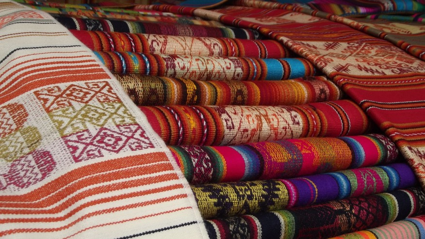 Find the best souvenirs in the most traditional market