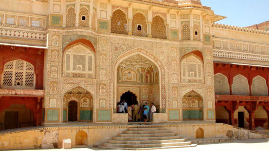 Go on a Luxury Tour of the Pink City