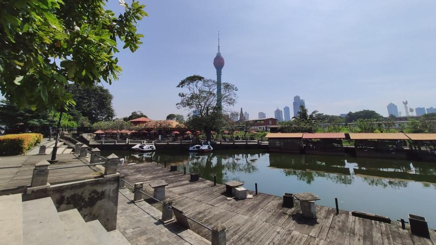 Floating market & Lotus Tower