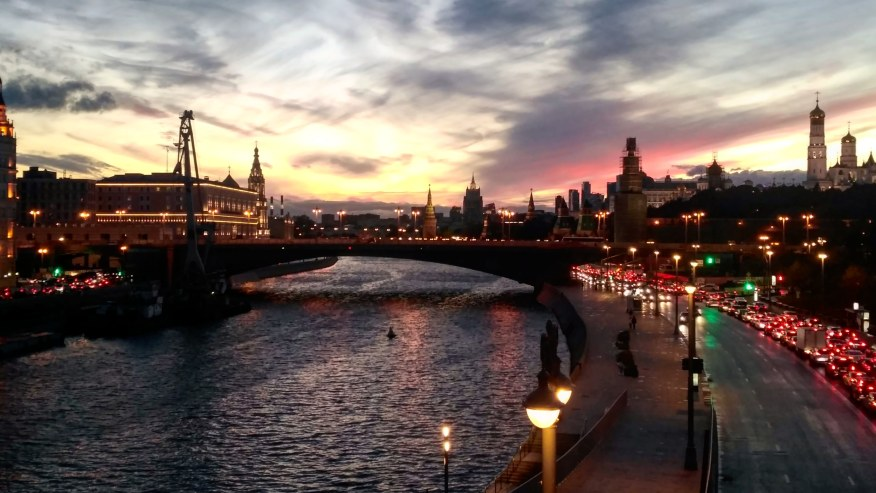 Enjoy a Perfect evening city tour with drinks