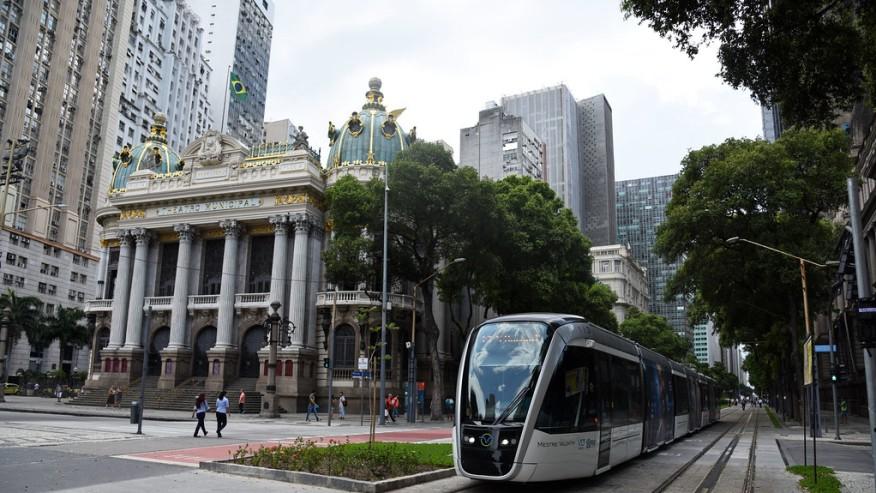 Theatro Municipal and VLT streetcar - Cinelândia square