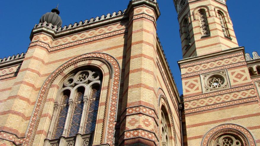Travel through the Historic Jewish Quarter