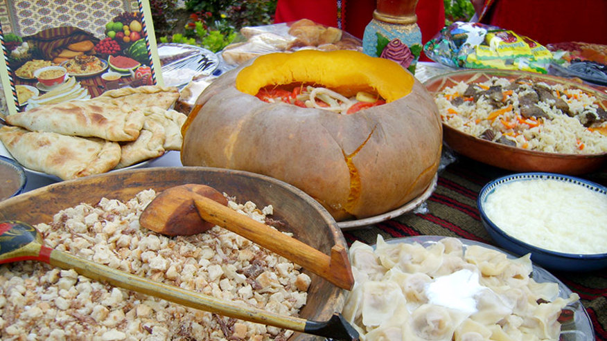 See local food in the markets of the city