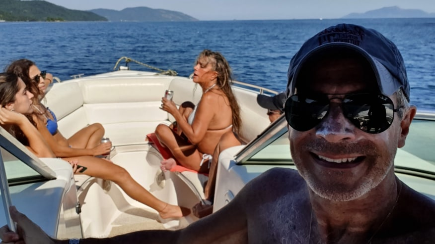 Cruising on a 25 feet motorboat to Lopes Mendes beach