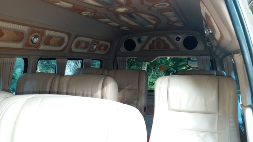 Toyota KDH 220 10 Seated Van interior