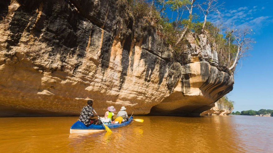 Pass by the Manambolo Gorge in a boat